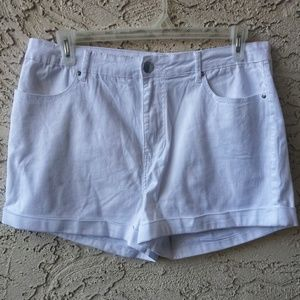 Forever 21 Plus White Shorts Size 16